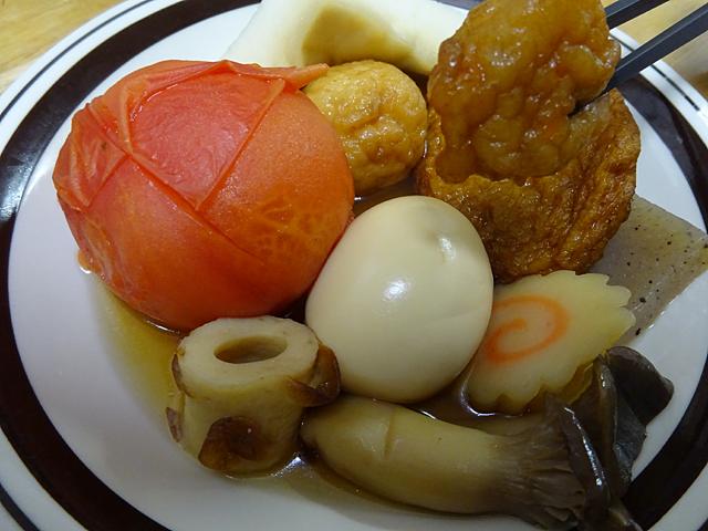 おでんの具はプラスアルファのオリジナル具材としてトマトとザ★シュウマイとエリンギの変わり種を使いました